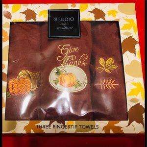 "Studio by Avanti 3 fingertip Towels. ""Give Thanks"""